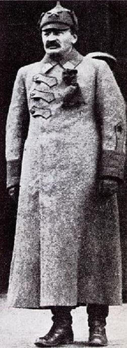 Шинель: два века на службе в армии.