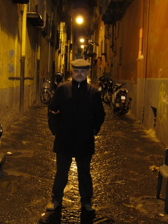пришлось ходить по тёмным закоулкам Неаполя