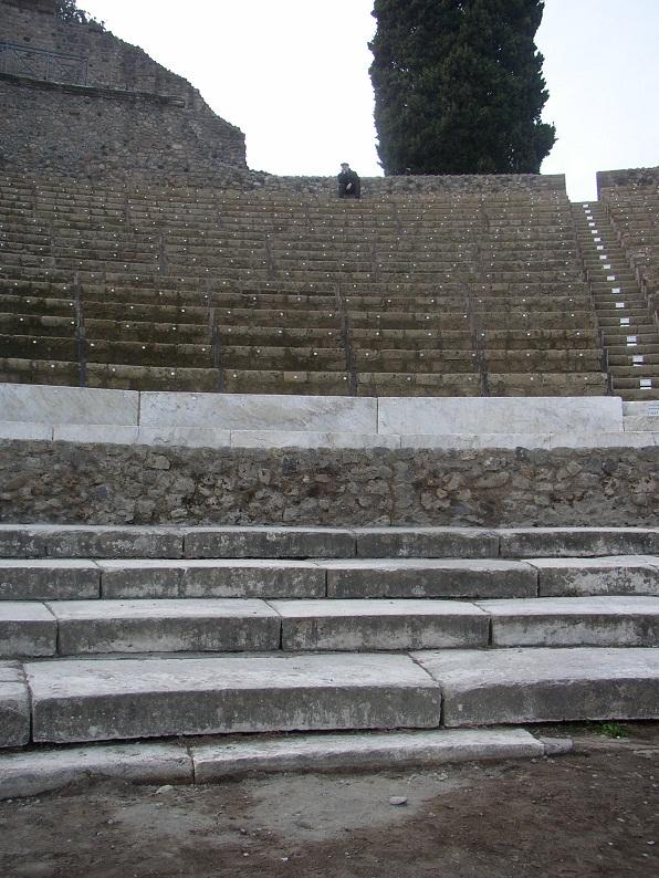 По сравнению с Геркуланумом Помпеи раскопаны основательно