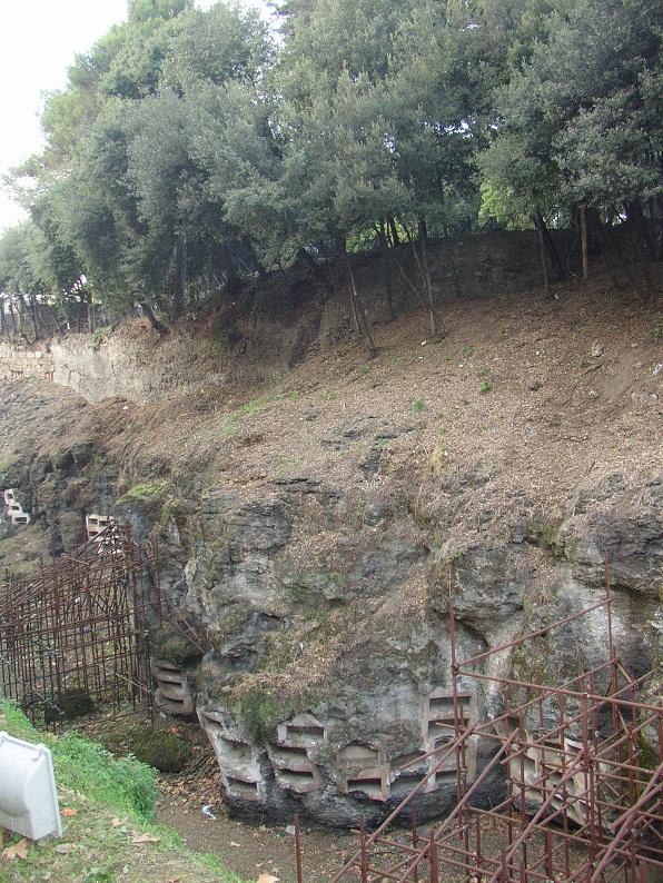 Помпеи, будучи залиты лавой, на лаве же и построены