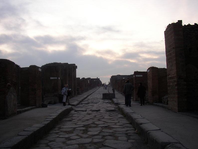 В Помпеях завыла сирена – классическая